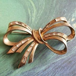 Vintage Ciro bow brooch pin gold tone